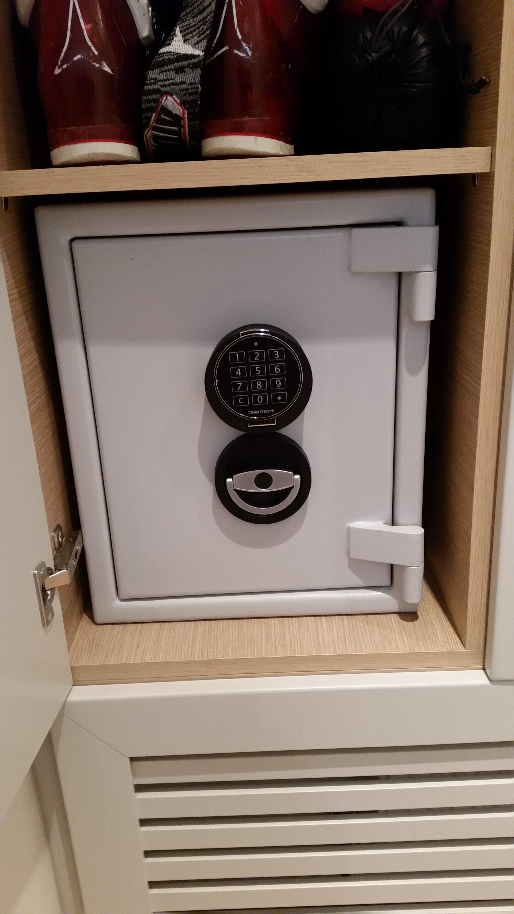 Sussex Eurograde 1 Size 1 Digital Safe