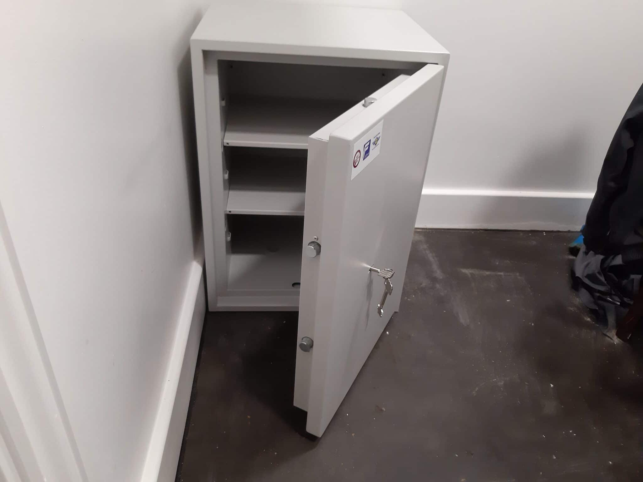 Richmond Size 4 Keylocking Safe