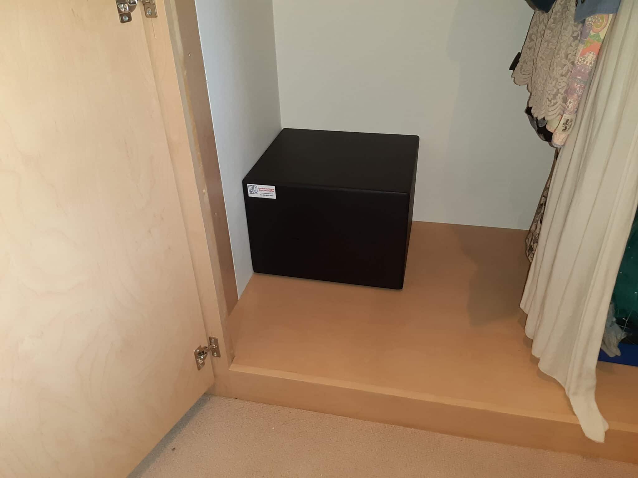 Bloomsbury Size 2 Keylocking Safe